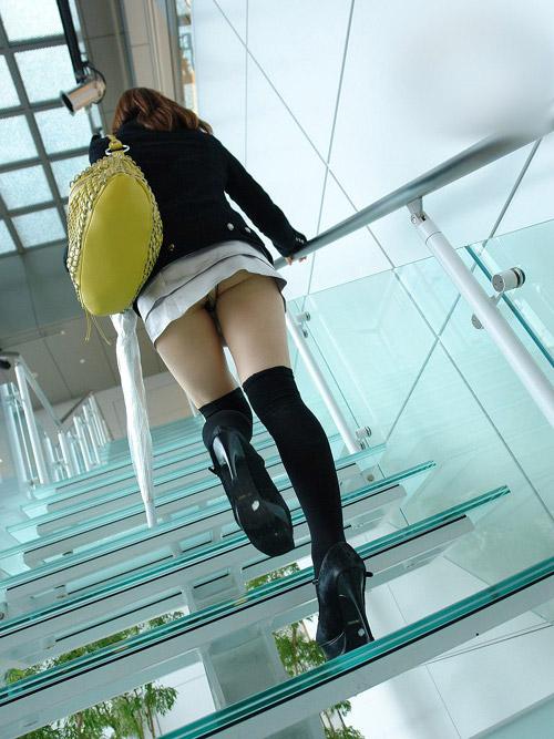階段下から見れるパンチラの興奮度は異常www(画像30枚)