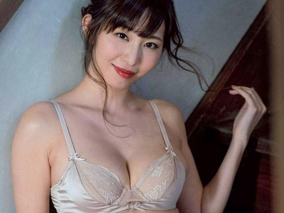 セクシー過ぎる女子アナ塩地美澄(35)がJC時代のキス再現。