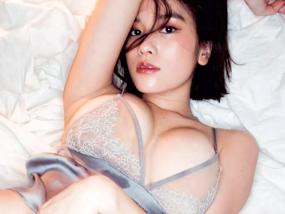 ベッド上で過激な肉弾戦が始まりそうな筧美和子(22)の大胆セクシー