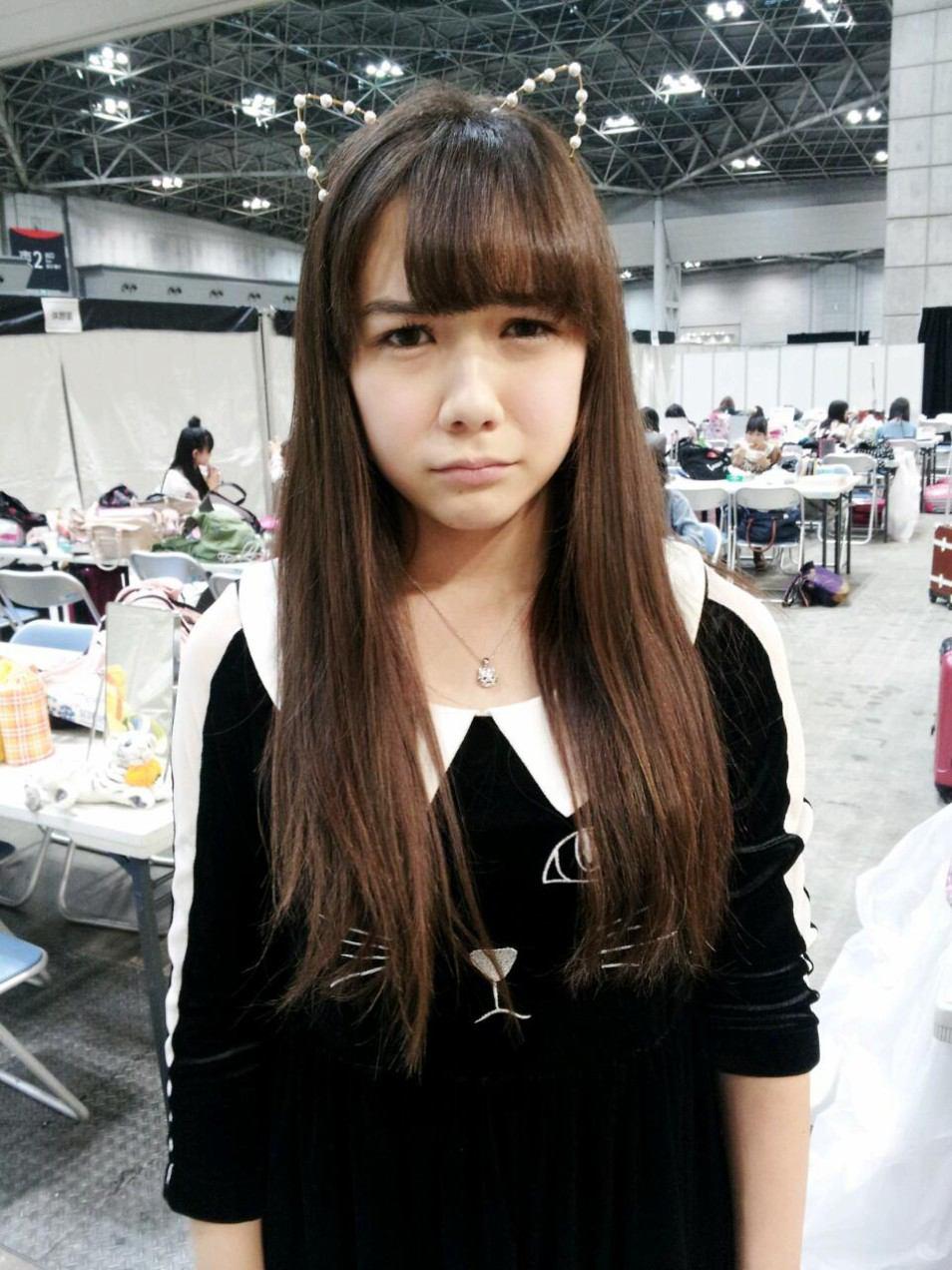悲しそうな表情を浮かべる村重杏奈の画像♪