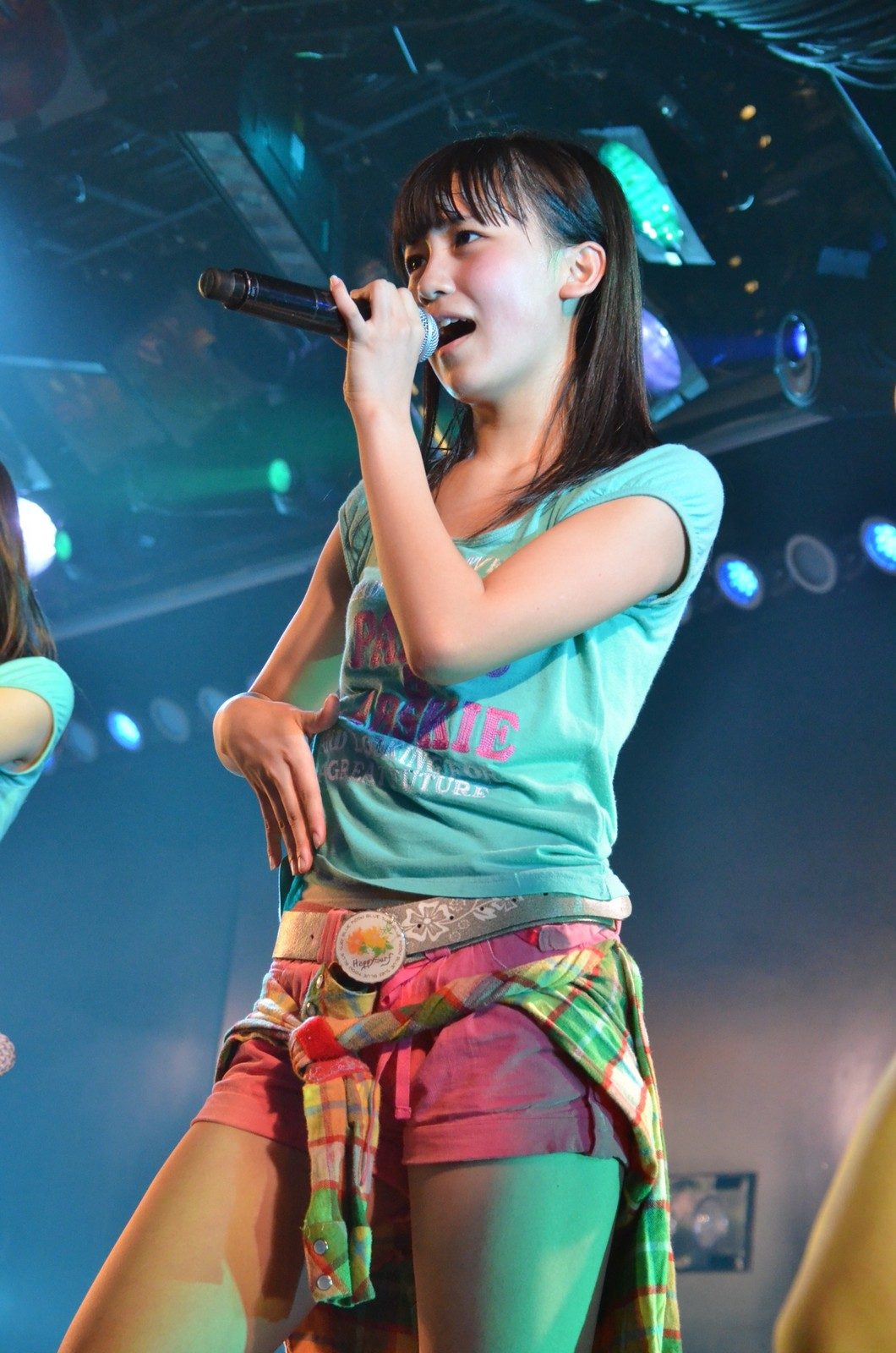 歌っている小嶋真子