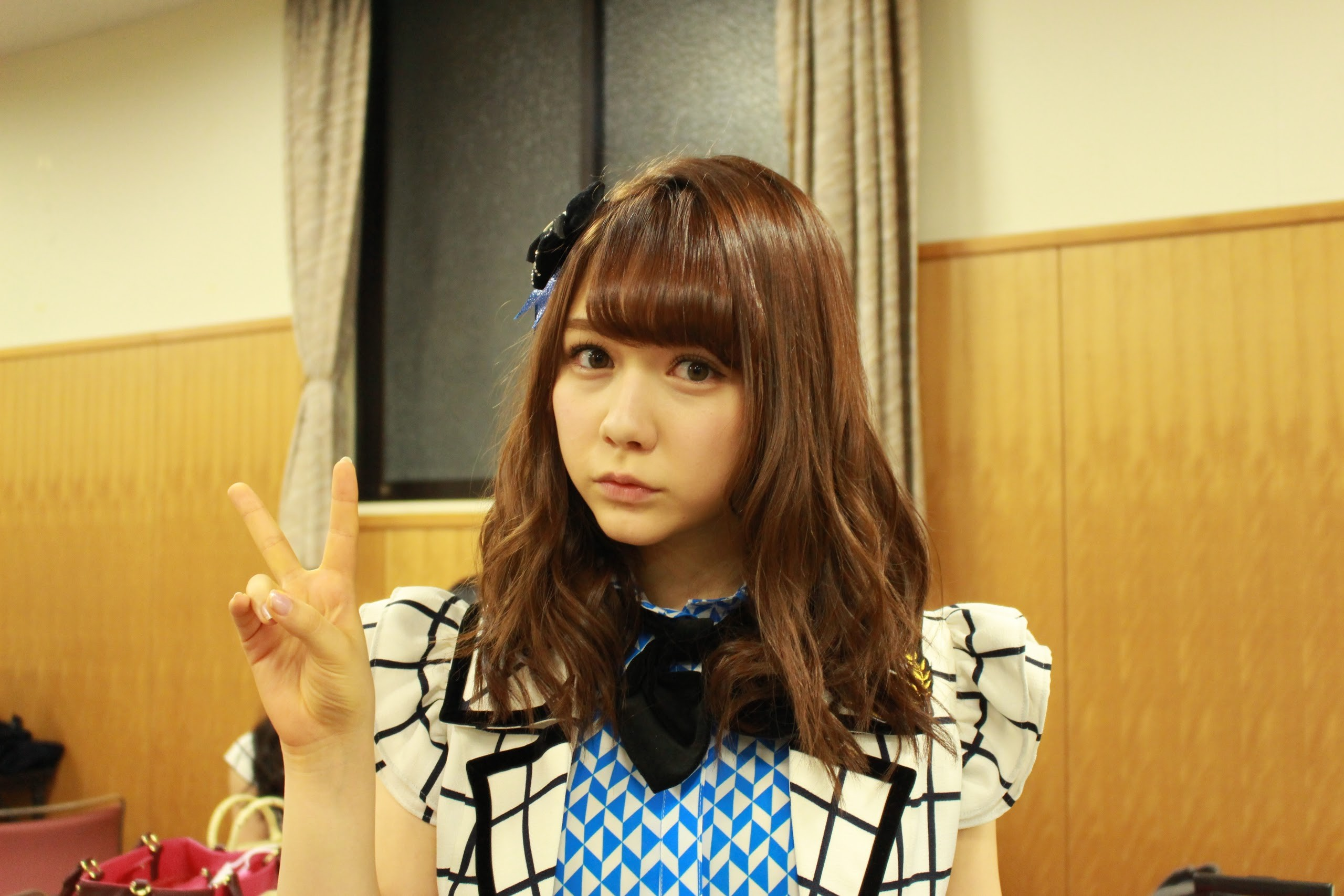 ハーフ顔に制服姿が可愛い村重杏奈の画像