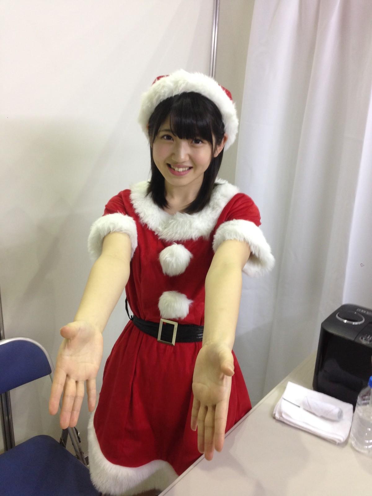 サンタ衣装の村山彩希