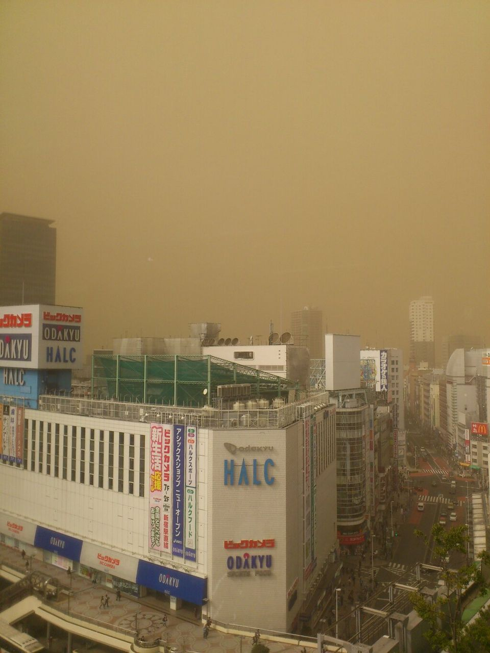 38b1a293 Photos of Tokyos unusual dust storm