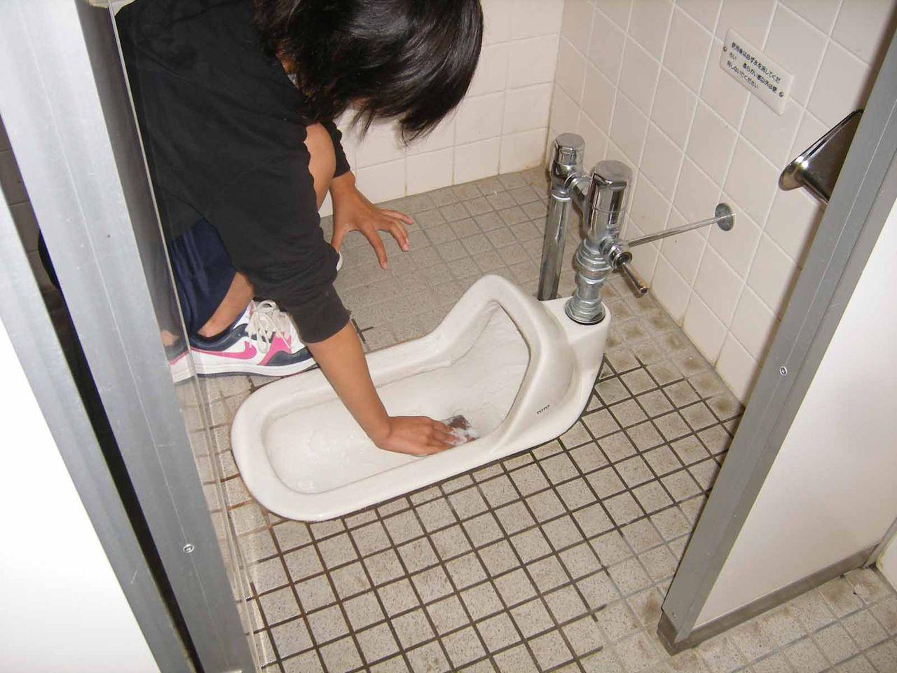 Ученики в туалете 9 фотография
