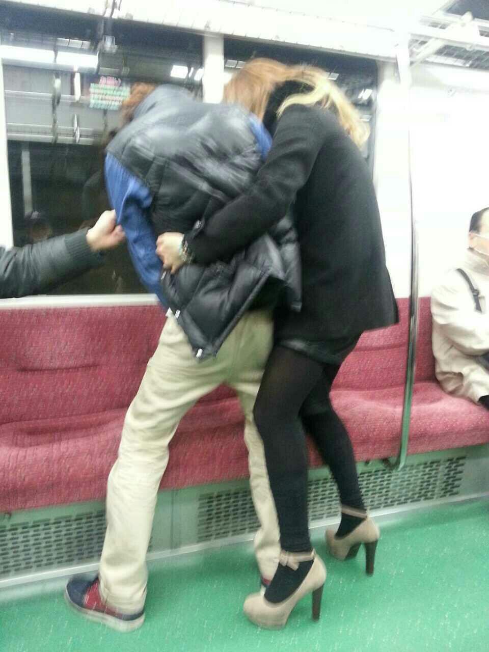 【悲劇】オシッコの上に座る乗客…。 【悲劇】オシッコの上に座る乗客…。   ガールズちゃんねる