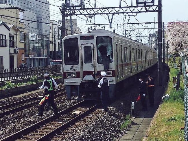 【大阪】男性が電車に飛び込み、別の男性に直撃 JR吹田駅©2ch.netYouTube動画>24本 ->画像>46枚