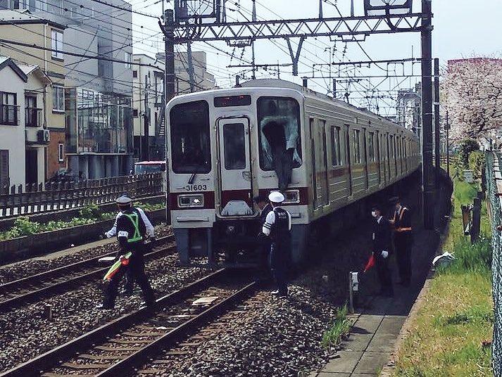 【敬礼】夜11時半の駅でホームから線路に飛び降りた27歳の会社員、急行列車に撥ねられて死ぬ  [597533159]->画像>11枚