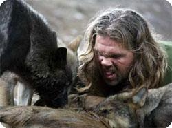 オオカミの子どもに遠吠えを教え...
