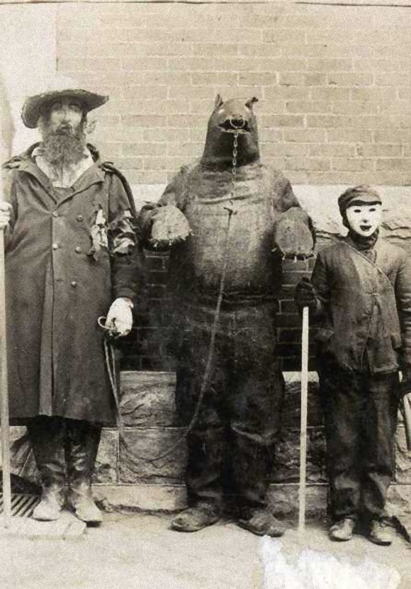 Creepy Old Costumes to Scare You Even When It\'s Not Halloween ...