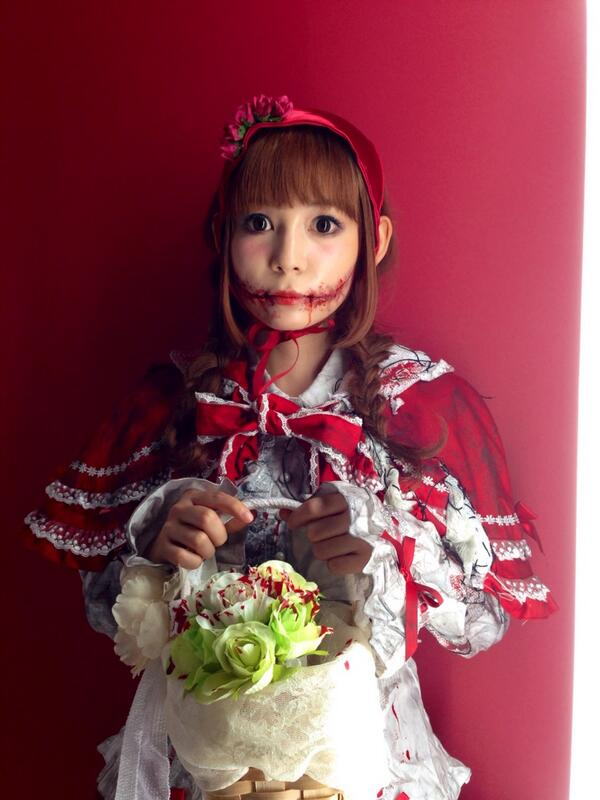 本格的なメイクの中川翔子